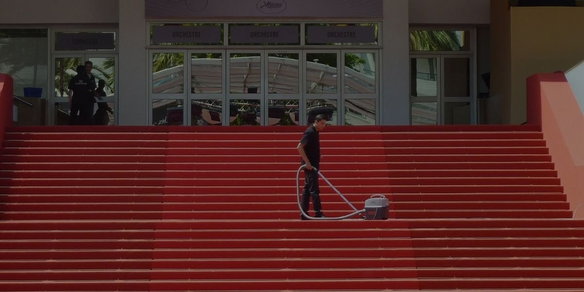 Stair Cleaning with Vacuum Cleaner Effectively SmartVacuumGuide